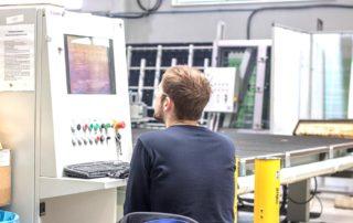 Produkcja luster - maszyna cnc